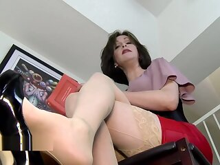 Why are you exposed to the dazzle stepson? Mrs Mischief upskirt milf stepmom pov