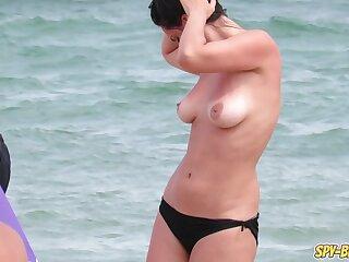 Heavy Interior Hot Topless MILFs - Amateurish Voyeur Beach Video