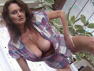 Busty mature bush-leaguer flashes say no to boobs in the addition of plays in say no to flaxen dildo