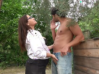 Amateur mature granny with glasses loves to obtain fucked deep
