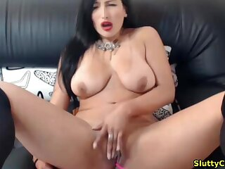 Busty babe with hot body pigeon-holing her hot pussy live