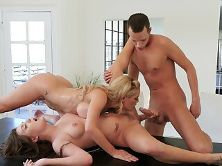 Lesbians share bushwa for anal everywhere maw and daughter tryout
