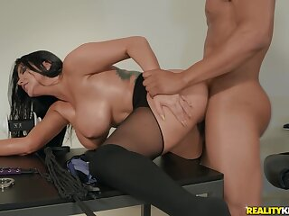 Busty mature woman cheats with her nabob onwards office