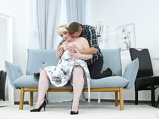 Big botheration mature lady tries sex with a much younger pauper