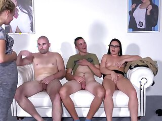 Performers Wendy Moon deals two dudes in the same way as a pro