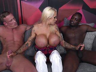 Cougar slut deals duo monster dicks near a wild threesome