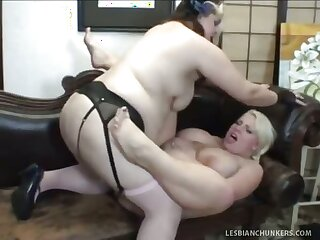 Chesty Bella And Scarlette Rouge Mime Thier Tits